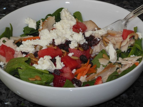 baby spinach salad with goat cheese and strawberries