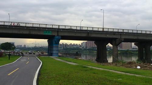 至中正橋前