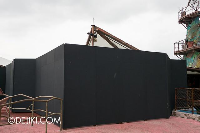 Universal Studios Singapore - HHN3 Possessions Maze Construction
