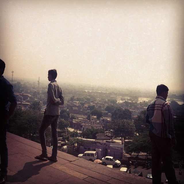 A long way down from here #fatehpursikri #agra #india #dontlookdown #roadtripwiththetoddler