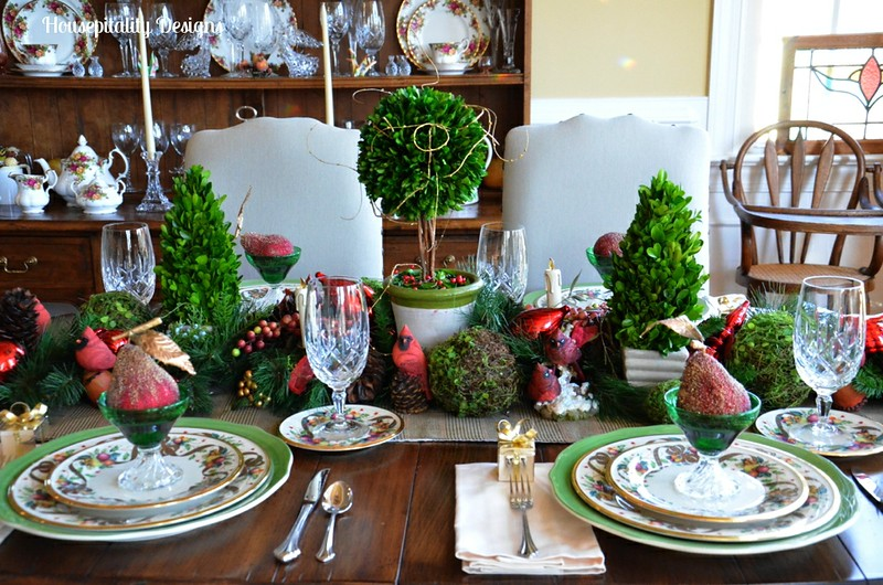 A Christmas Greenscape In The Dining Room