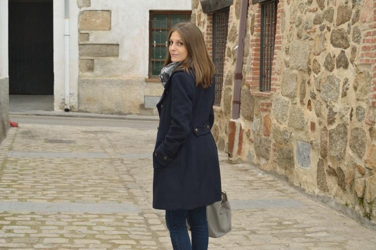 lara-vazquez-madlula-blog-chic-style-back-coat-details-winter