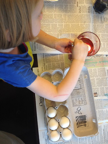 easter egg dyeing 2014