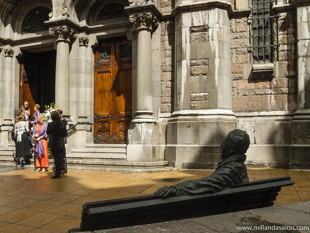 Estatua de Luis Riera en la Iglesia de San Juan el Real