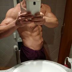 Semana dura en la que he sufrido un proceso gripal (del cual sigo expectorando) y una gastroenteritis medio severa que me ha hecho perder 1,5 kilos. Hoy toca descanso y algo más de comida. #sinfiltros #fitness #fitnesslife #fitnessstyle #fitnessworld #fit