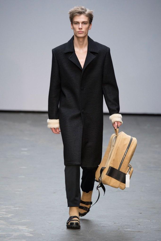 Marc Schulze3037_FW15 London Xander Zhou(fashionising.com)