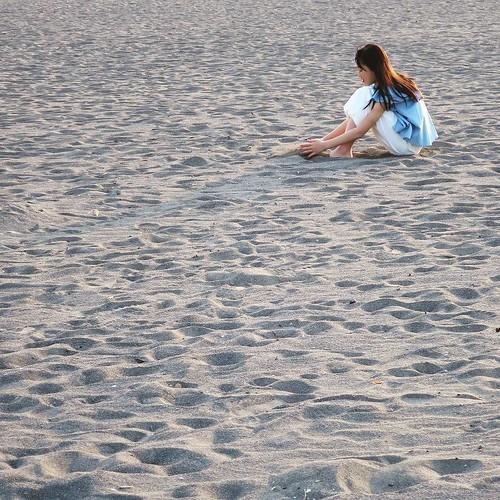 夕暮れ時の海岸で #75sea
