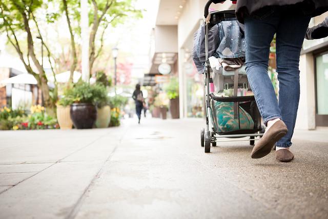 041113-maxpoint-211x mom stroller