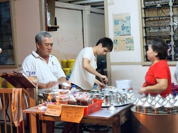 Putu Piring at Jalan Tengkera, Melaka
