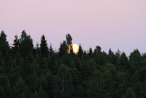 sunset cloud moon lake reflection water night clouds canon suomi finland day may super calm clear silence midnight moonlight vesi kuu yö laukaa järvi pilvi junemoon kesäkuu keskinen tyyni keskiyö kuutamo valkola vedenpinta hiljaisuus ef7020040lisusm lakesurface canon7d supermoon heijatus anttospohja superkuu juhanianttonen supermoon23th24thjune2013