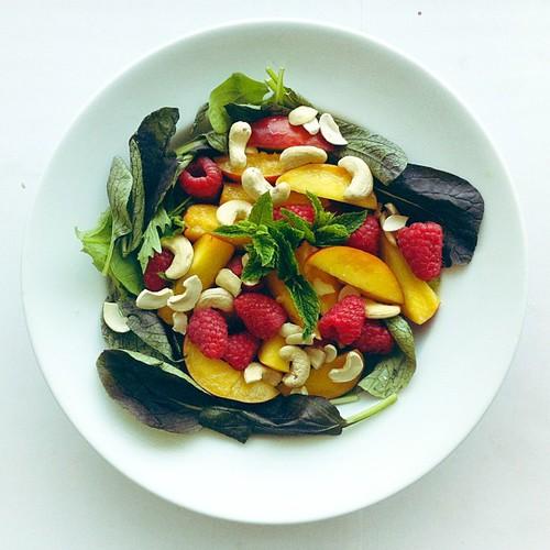 Peaches, raspberries, mixed lettuce, cashew nuts, lemon juice, olive oil, mint #vegan #vegetarian #salad #saladporn #saladpride #eatclean #healthnut #healthyfood #healthyfoods #healthylunch #healthysalad #healthyeating #healthyfoodporn #notsaddesklunch #d by Salad Pride