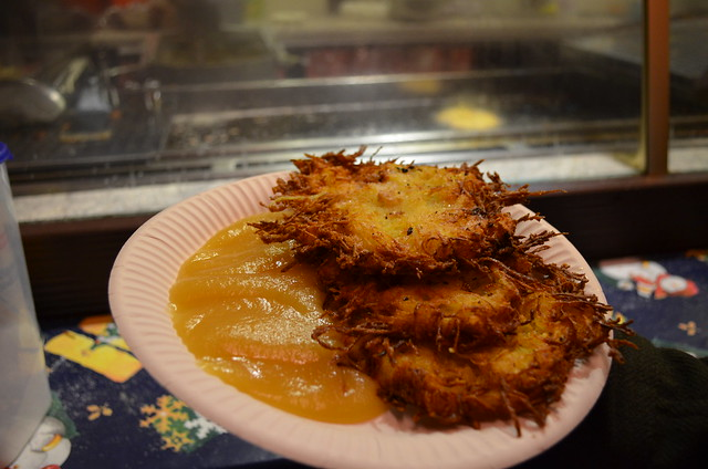 Lucia Weihnachtsmarkt Berlin Kartoffelpuffer