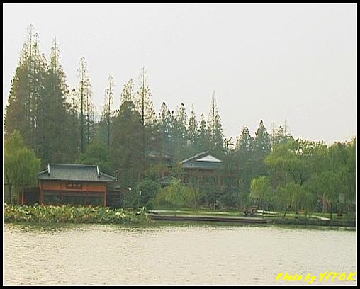 杭州 西湖 (其他景點) - 249 (在西湖十景之 蘇堤上望向西湖十景之 曲婉風荷)