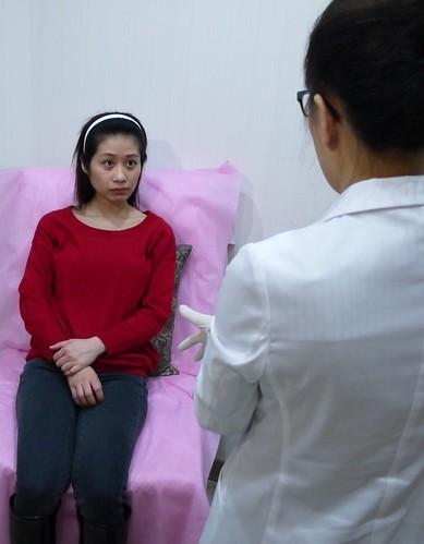 美上美的莊盈彥醫師在術前再度的仔細評估他的比例