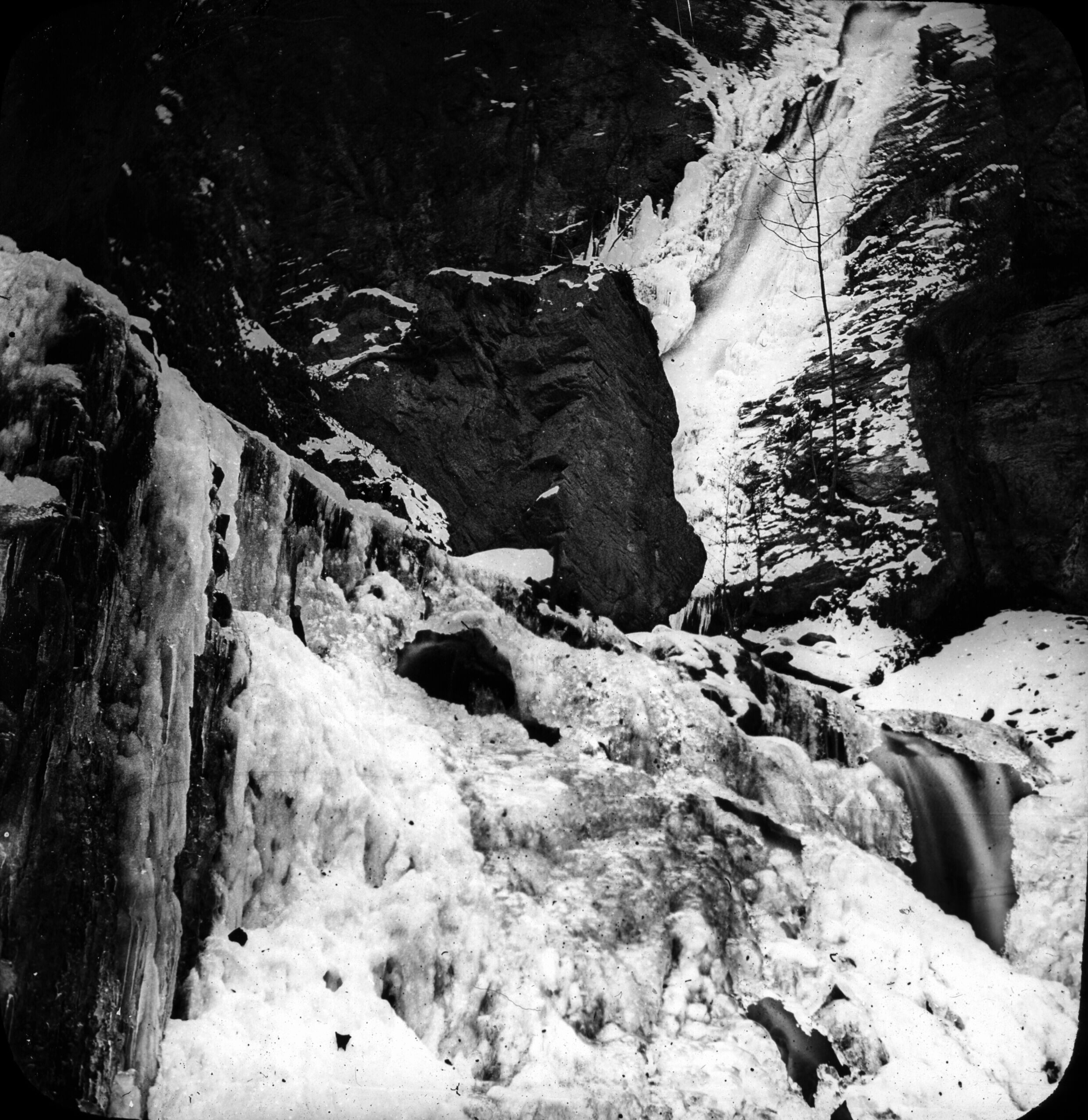 Cascade de Juzet en hiver, Luchon [environs]