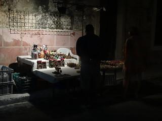 Fortaleza de San Carlos de La Cabaña 在 中哈瓦那 附近 的形象. shadow cuba feria sombra artesanía turistas lahabana costumers puesto fortalezadesancarlosdelacabaña parquehistóricomilitarmorrocabaña