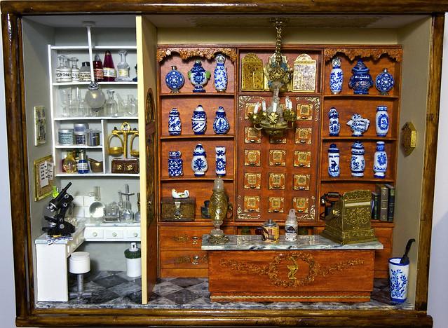 Farmacia clásica con rebotica.