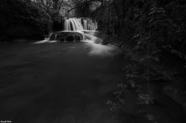 Variation noir et blanc de la nouvelle cascade découverte en amont de la Furieuse - Fonteny