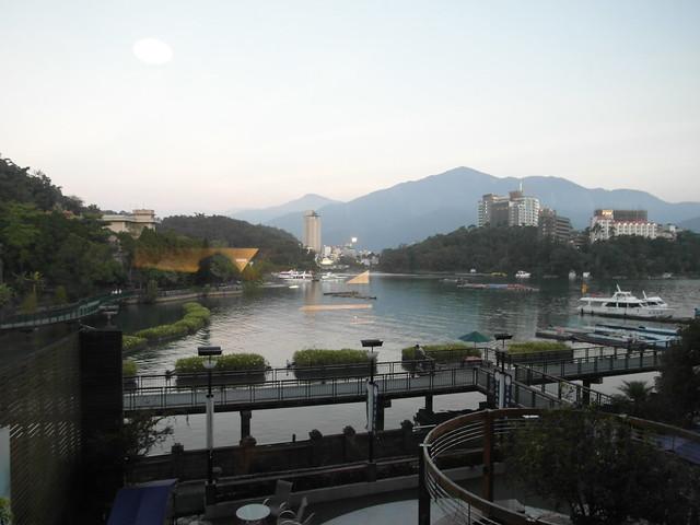 日月潭大飯店,往後看就是湖了