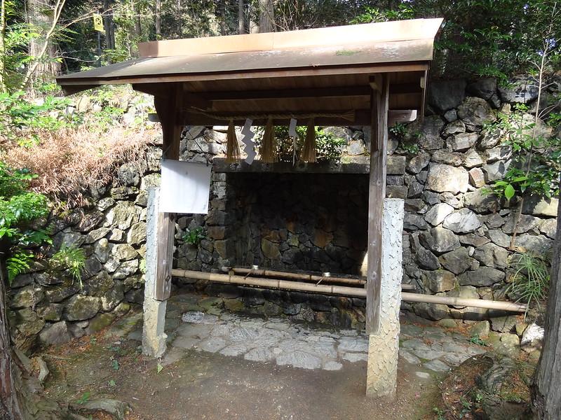 猿丸神社 裏参道 手水舎(1)