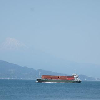清水区 三保半島。船と富士山。