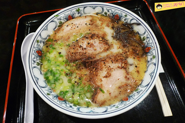 Ramen Museum Tokyo - 2 KOMURASAKI tonkotsu with roasted garlic - Shinyokohoma Raumen Museum
