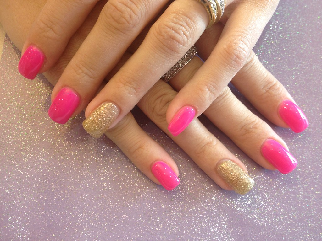 Acrylic Nails With Pink Gel Polish And Gold Glitter Ring F Flickr