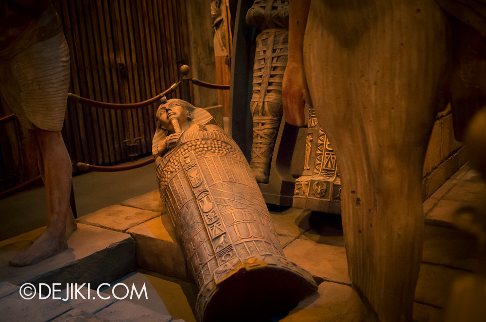 Tokyo DisneySea - Tower of Terror / The secret storage chamber 6 / egyptian artifacts