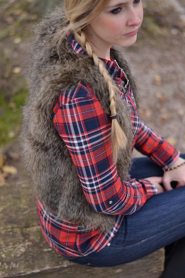 Outfit Karohemd und Fellweste (6)