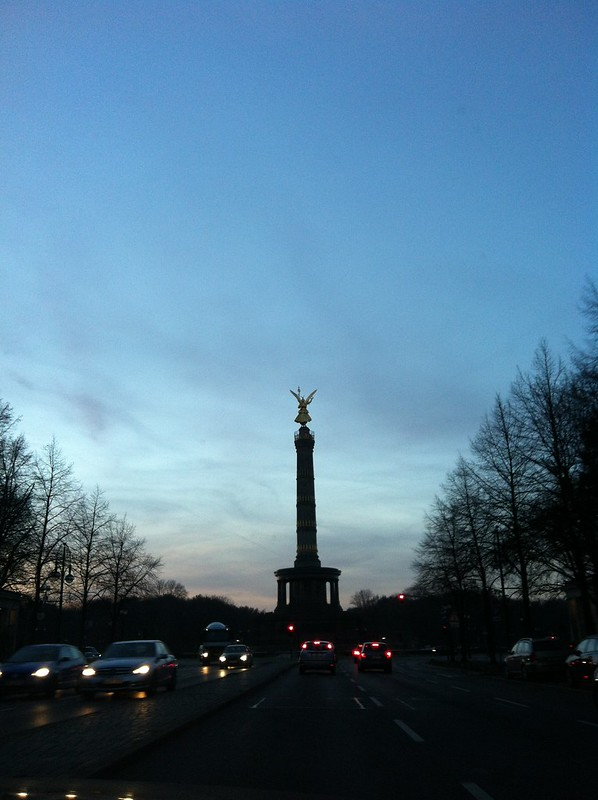 berlin victory column Siegessäule at dusk