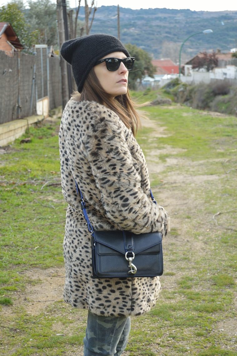 lara-vazquez-madlula-blog-black-details-leopard-coat-winter-fashion