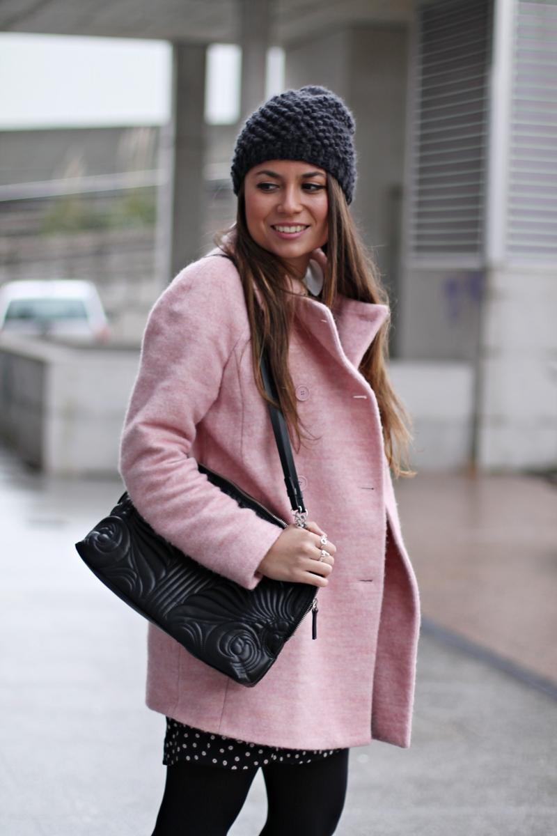 abrigo rosa, beanie - copia