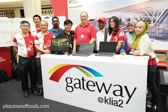 tan sri tony with team klia2