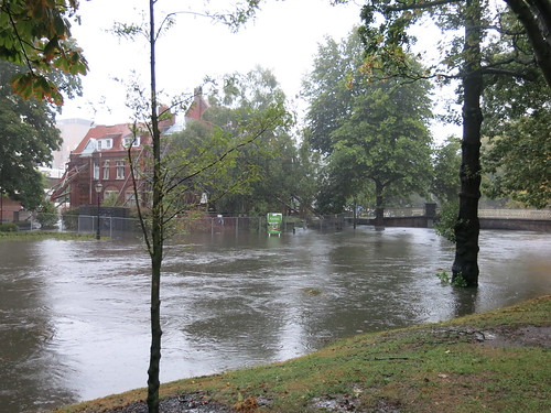 Flooded Avon River on Oxford Terrace