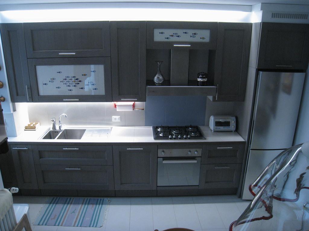 ILLUMINAZIONE SOTTOPENSILE CUCINA CON LED | www.luxelt.com w… | Flickr