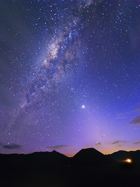 Photo:Zodiacal Light intersecting the Milky Way By:Zexsen