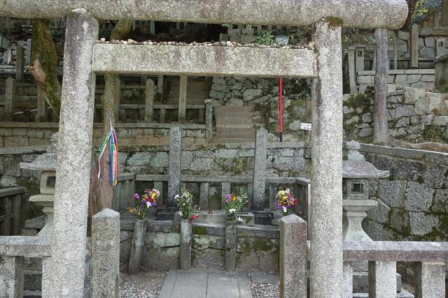 龍馬と長岡の墓