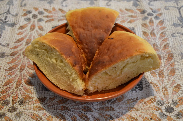 Hapalos Artos (soft bread), a traditional Ancient Roman recipe for a classic fine bread, from Athenaeus' Deipnosophistae