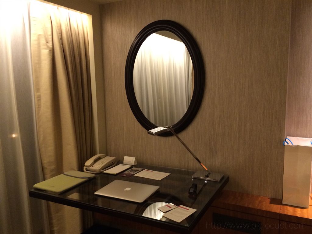 Grand Hyatt Beijing - Desk