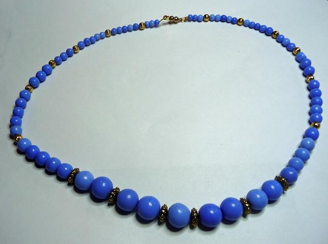 BlueGlassNecklaceR