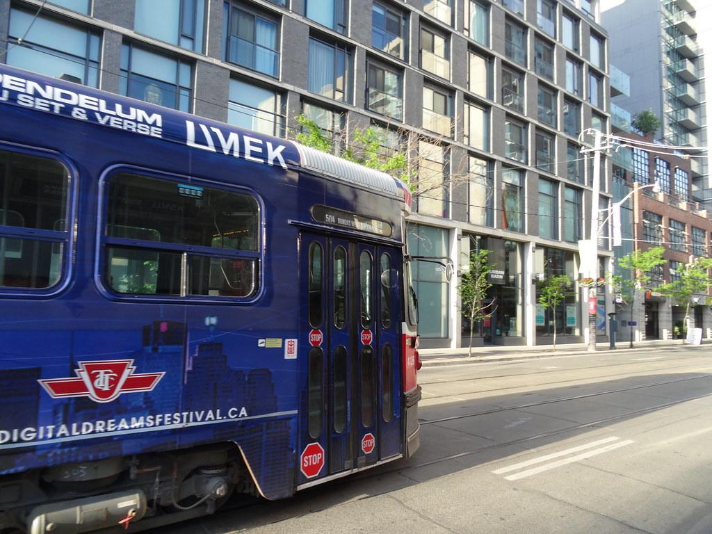 TTC streetcar 4126, on King, 2016 06 01 (1)