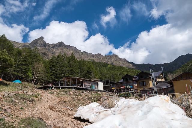 赤岳鉱泉と歩いた岩稜