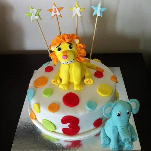 #lioncake#birthdaycake#elephant#sugarart #sugarpaste #sekerhamurlupastalar by l'atelier de ronitte