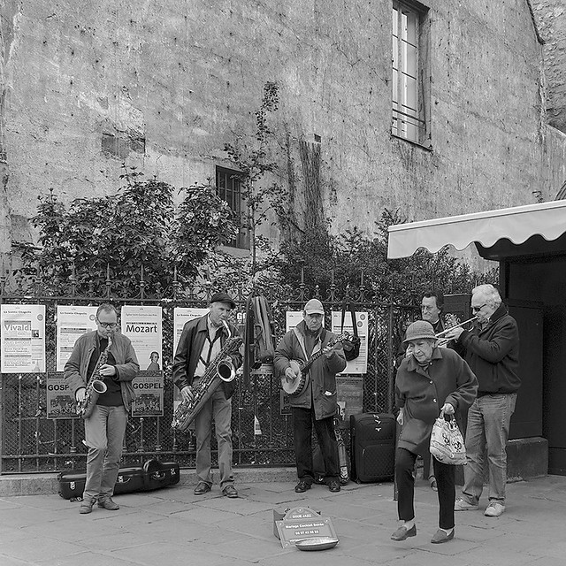 a Dixie band at St. Germain des Pres with an impromptu dancer (IV)