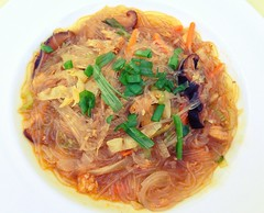 chow mein(0.0), noodle(1.0), pancit(1.0), spaghetti(1.0), cellophane noodles(1.0), produce(1.0), food(1.0), dish(1.0), vermicelli(1.0), cuisine(1.0),