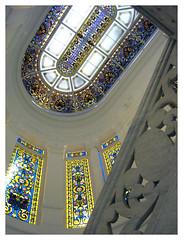 Foto de vidrieras y escalera de Casa Orlandai