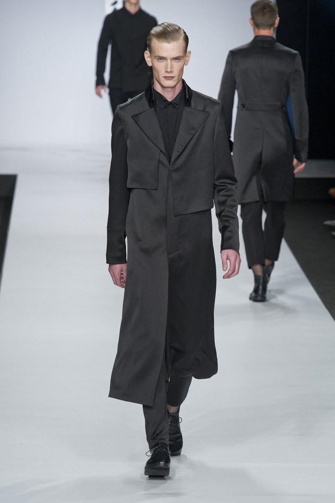 SS14 Milan Ji Wenbo025_Malcolm de Ruiter(fashionising.com)