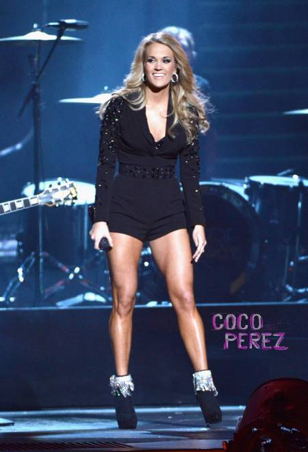cma-country-music-association-awards-2013-carrie-underwood-performance__oPt