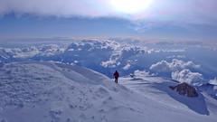 Widok ze szczytu Denali (6149m) na zachód i grań szczytowa.