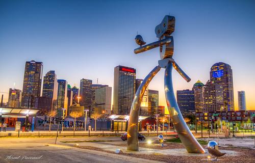 street city blue light sunset sky sculpture usa building tower art car night canon graffiti town dallas downtown texas hdr deepellum étatsunis 600d